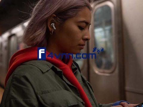 Apple AirPods Pro Lifestyle thumbnail